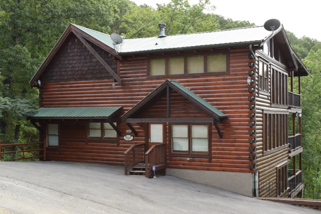 Photo of a Sevierville Cabin named Mountain Magic #73 - This is the third photo in the set.