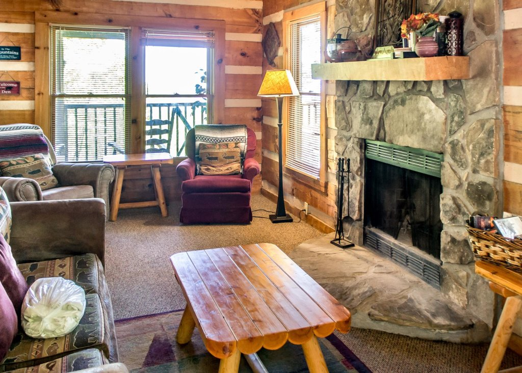 Photo of a Gatlinburg Cabin named Sequoyah - This is the fifth photo in the set.