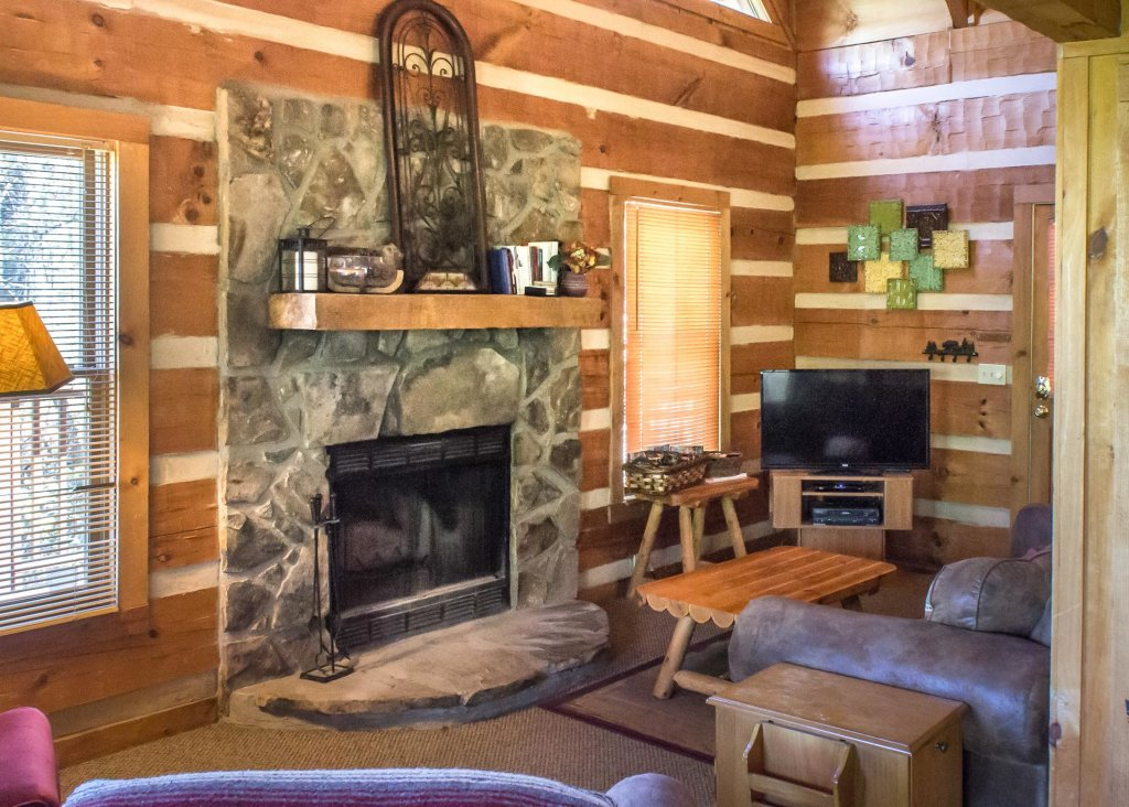 Photo of a Gatlinburg Cabin named Sequoyah - This is the third photo in the set.