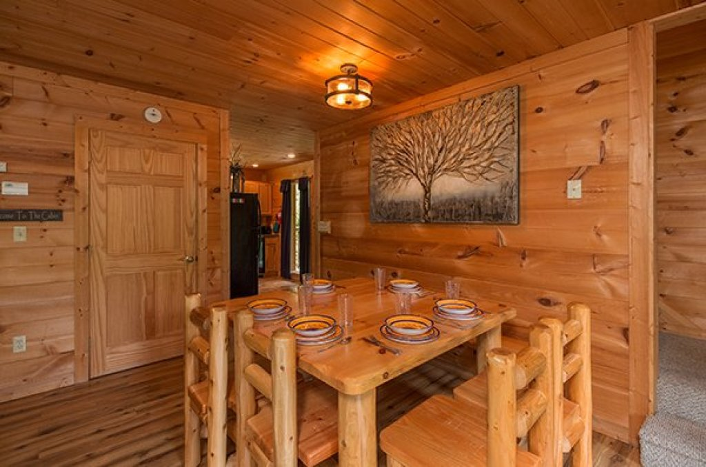 Photo of a Sevierville Cabin named Whispering Oak - This is the fifth photo in the set.