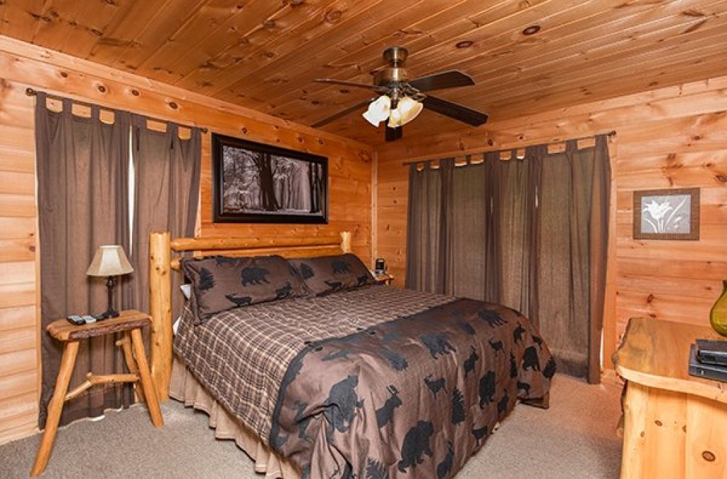 Photo of a Sevierville Cabin named Whispering Oak - This is the eighth photo in the set.