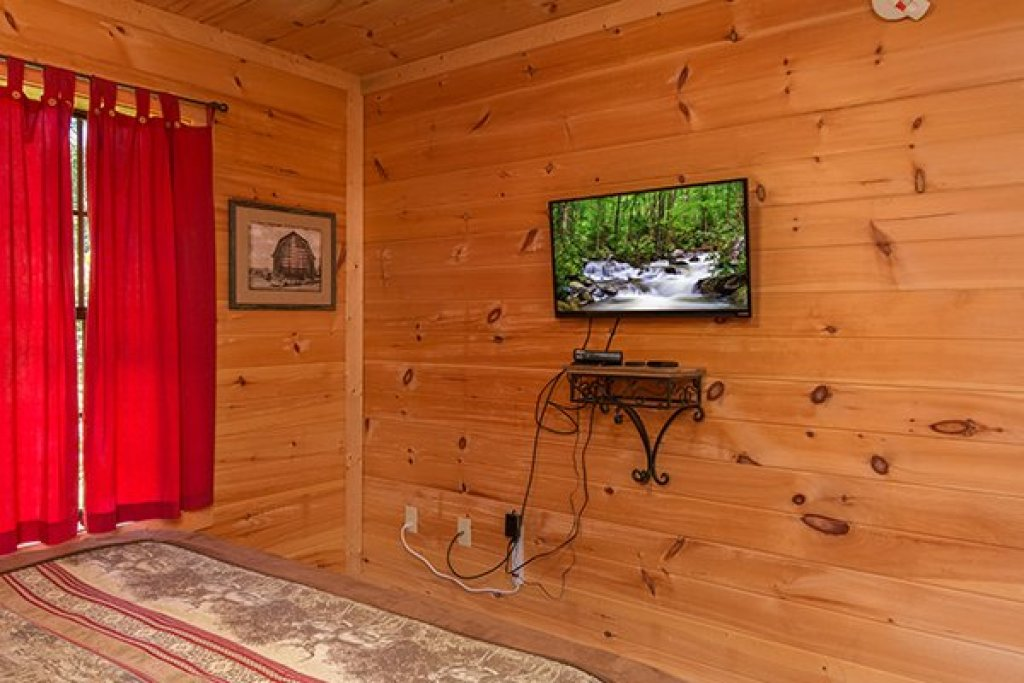 Photo of a Sevierville Cabin named Whispering Oak - This is the twentieth photo in the set.