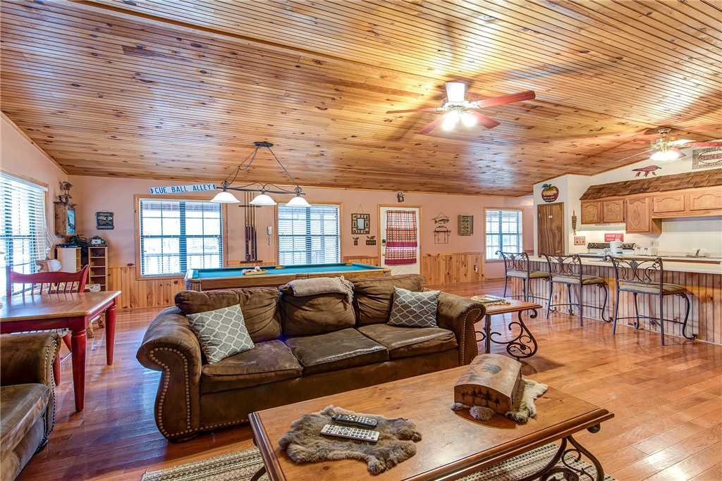 Photo of a Sevierville Cabin named Willow Creek - This is the third photo in the set.