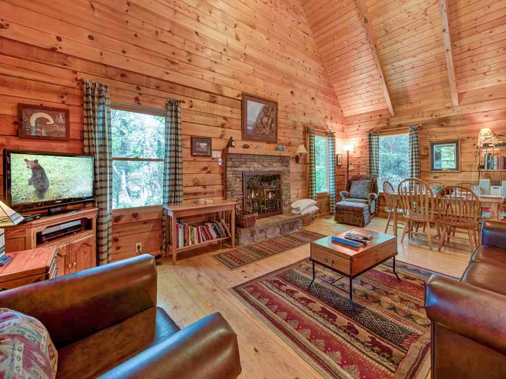 Photo of a Gatlinburg Cabin named Bear's Den - This is the first photo in the set.