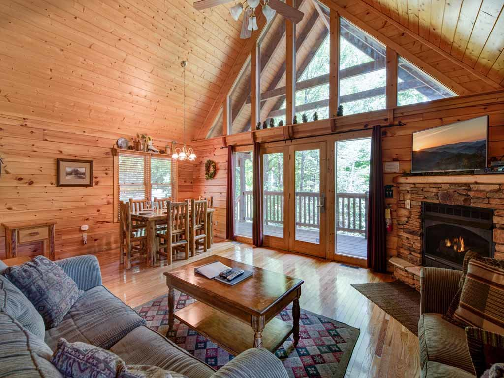 Photo of a Gatlinburg Cabin named Running Bear - This is the first photo in the set.