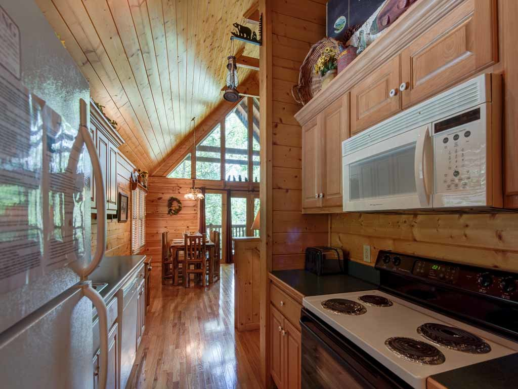 Photo of a Gatlinburg Cabin named Running Bear - This is the seventh photo in the set.