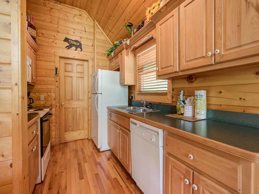 Photo of a Gatlinburg Cabin named Running Bear - This is the eighth photo in the set.