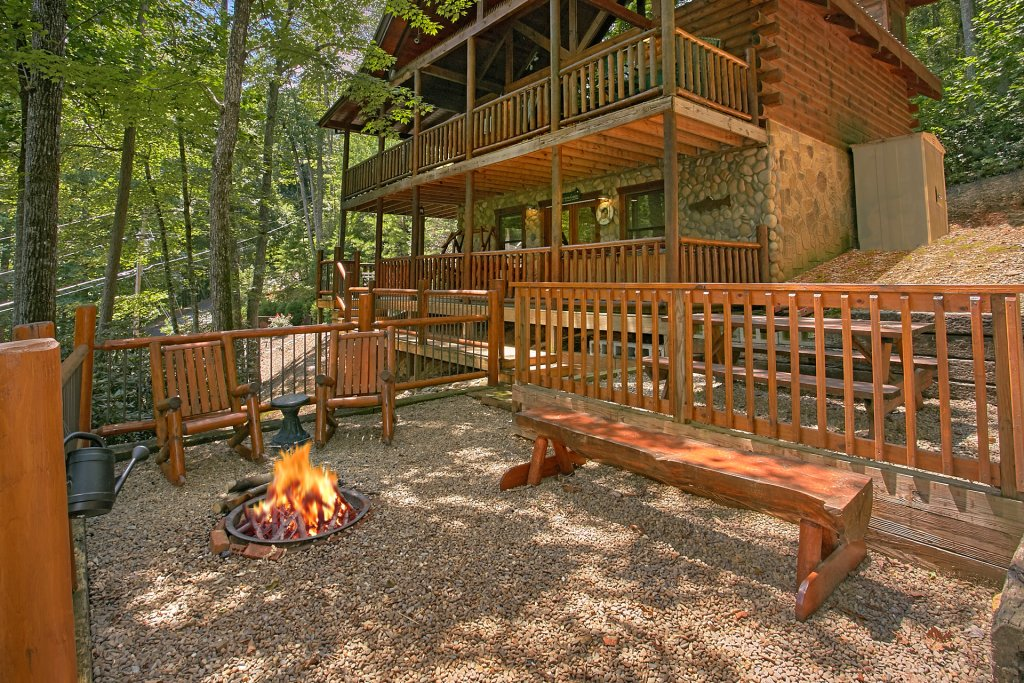 Photo of a Gatlinburg Cabin named Browns Bear Den #235 - This is the first photo in the set.