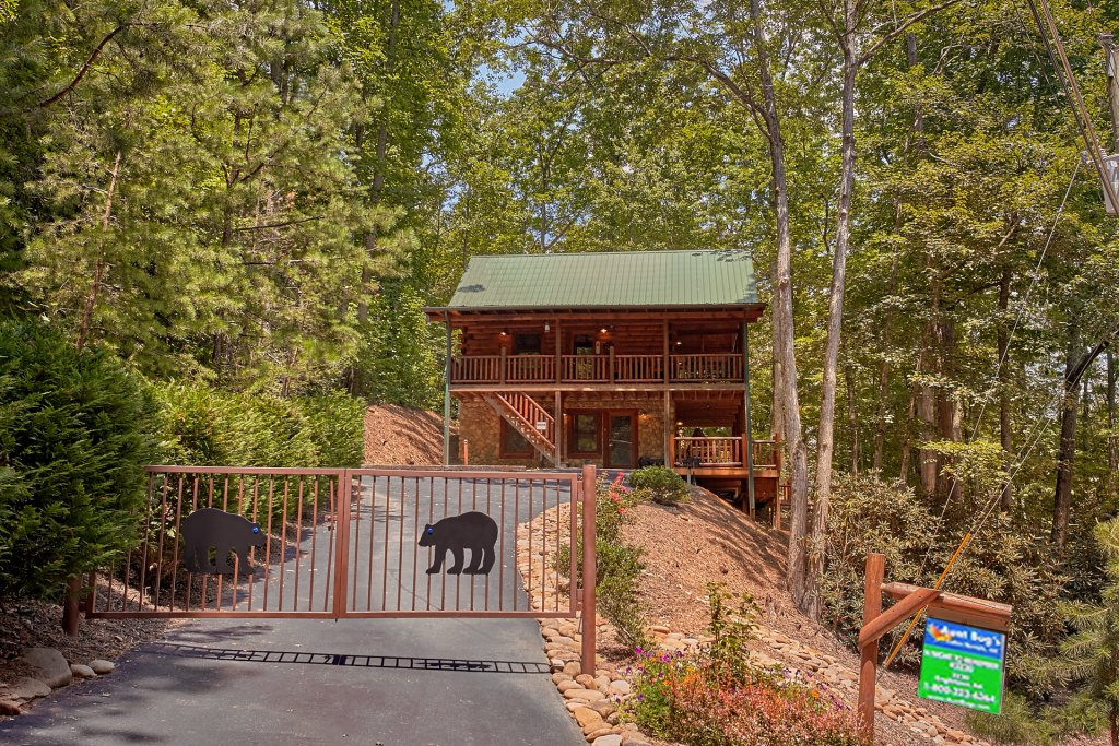 Photo of a Gatlinburg Cabin named Browns Bear Den #235 - This is the second photo in the set.