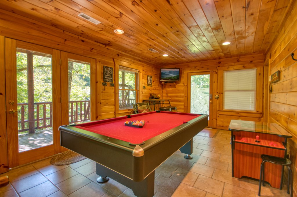 Photo of a Gatlinburg Cabin named Browns Bear Den #235 - This is the fifth photo in the set.