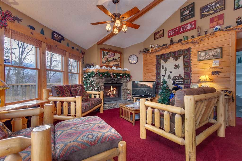 Photo of a Gatlinburg Cabin named Country Cozy - This is the first photo in the set.