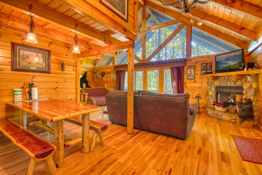 Photo of a Gatlinburg Cabin named Browns Bear Den #235 - This is the eighteenth photo in the set.