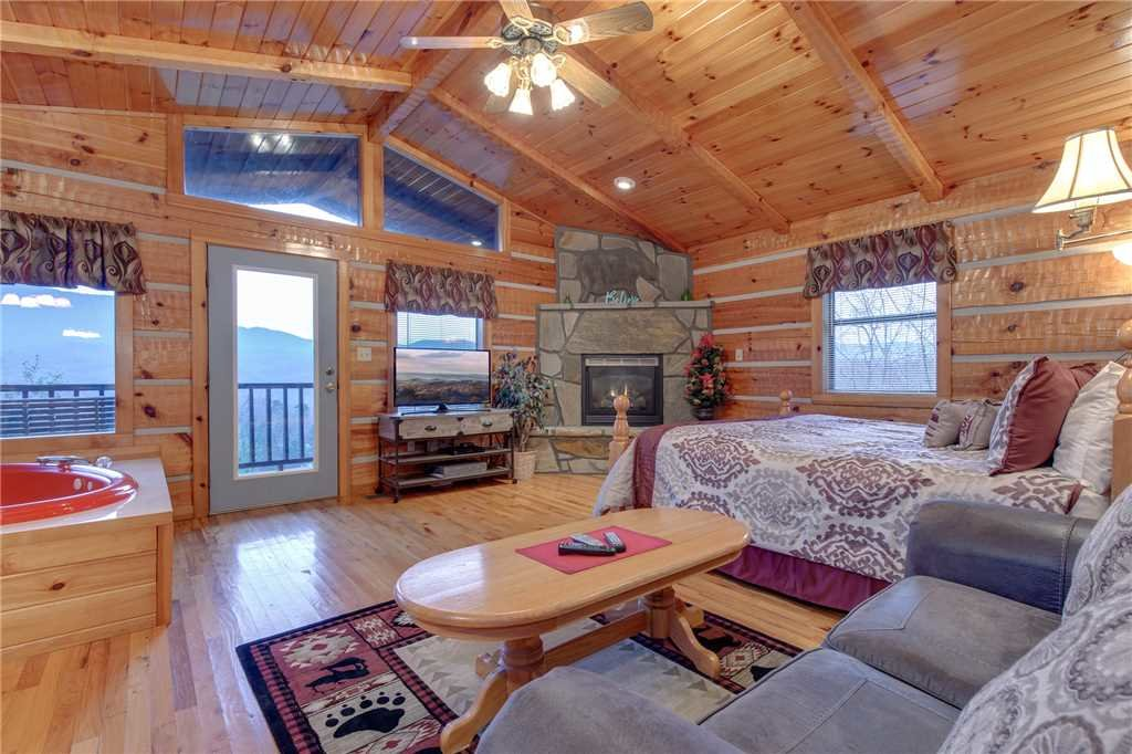 Photo of a Gatlinburg Cabin named Cuddle Bear - This is the first photo in the set.