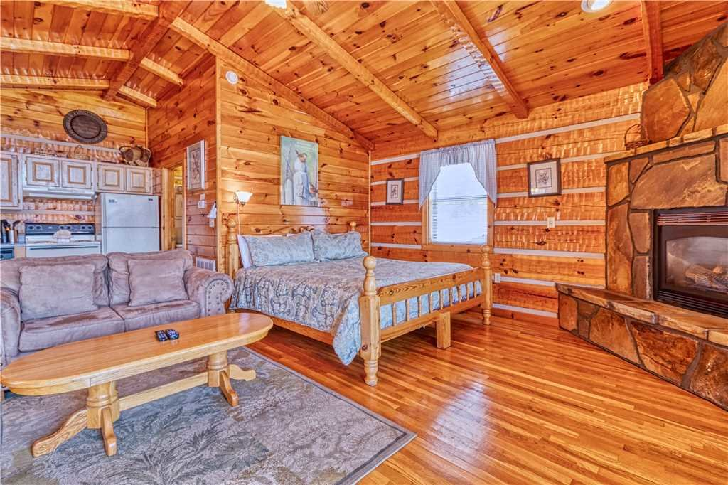 Photo of a Gatlinburg Cabin named Love Me Tender - This is the fourth photo in the set.