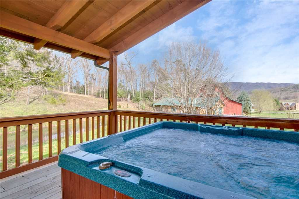Photo of a Sevierville Cabin named Spring View - This is the second photo in the set.