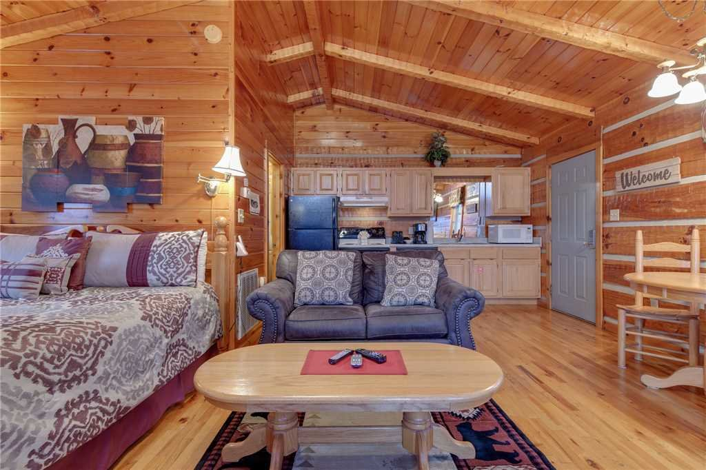 Photo of a Gatlinburg Cabin named Cuddle Bear - This is the third photo in the set.