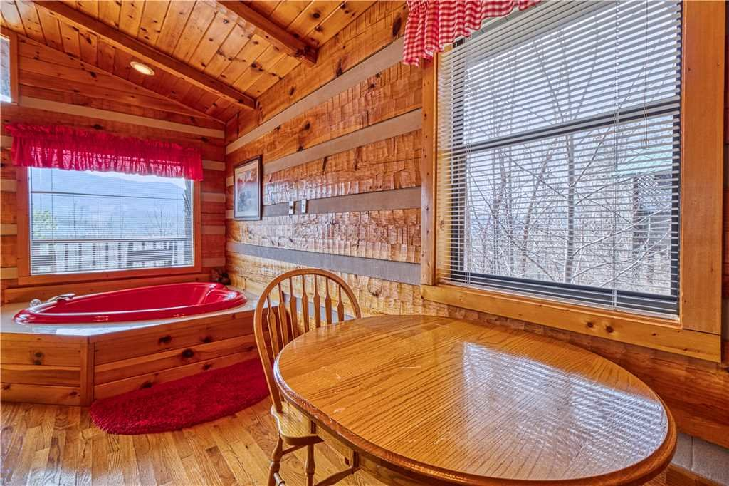 Photo of a Gatlinburg Cabin named Kear's Mountain Magic - This is the tenth photo in the set.