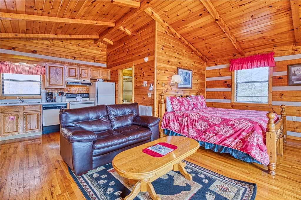 Photo of a Gatlinburg Cabin named Kear's Mountain Magic - This is the fourth photo in the set.