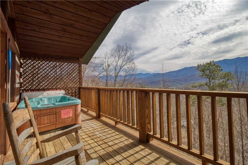 Photo of a Gatlinburg Cabin named Kear's Mountain Magic - This is the second photo in the set.