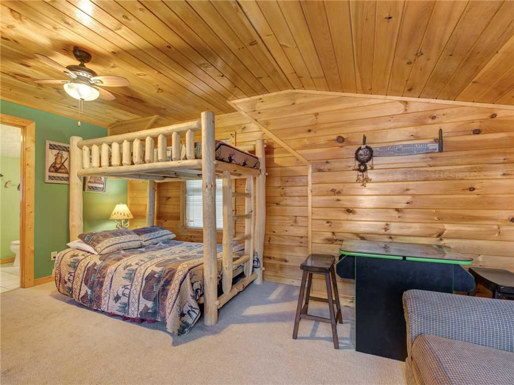 Photo of a Gatlinburg Cabin named Dew South - This is the fourteenth photo in the set.