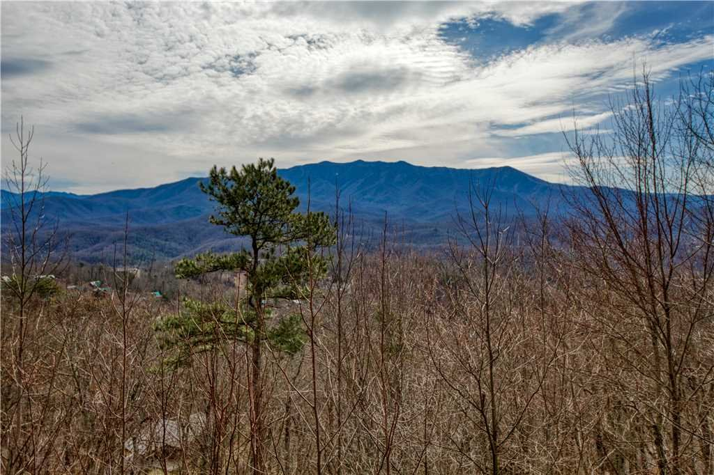 Photo of a Gatlinburg Cabin named Kear's Mountain Magic - This is the first photo in the set.
