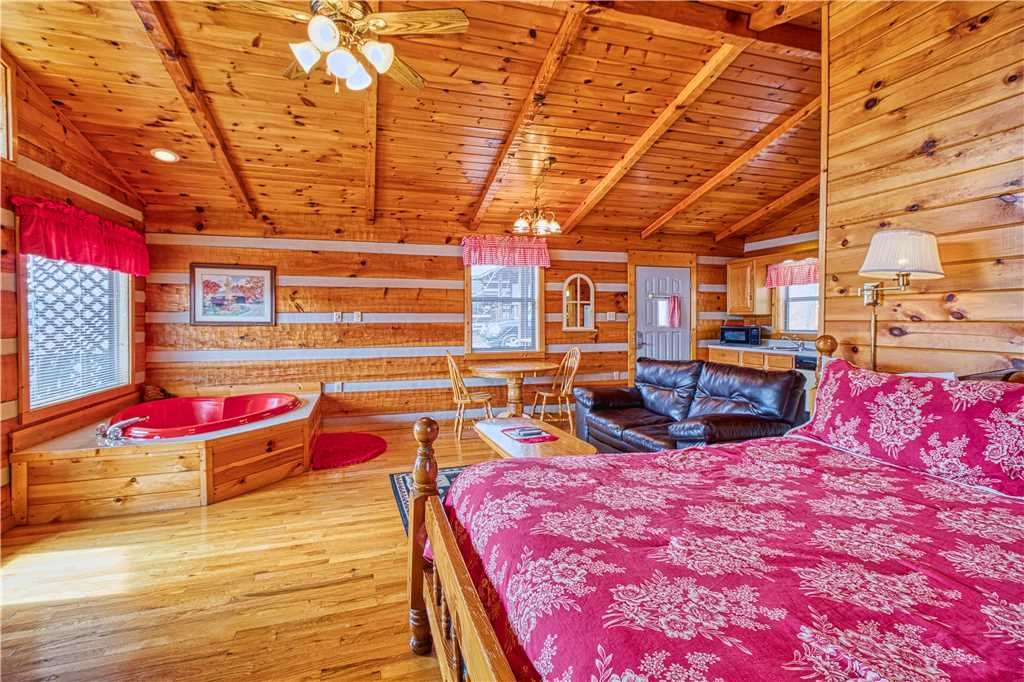 Photo of a Gatlinburg Cabin named Kear's Mountain Magic - This is the sixth photo in the set.