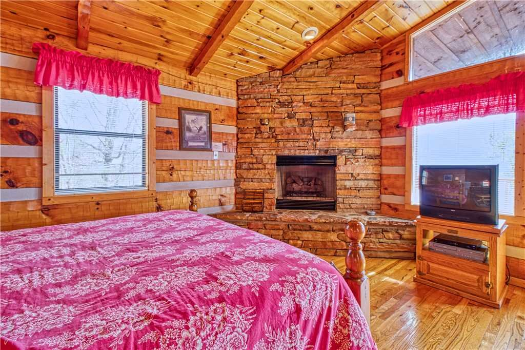 Photo of a Gatlinburg Cabin named Kear's Mountain Magic - This is the eighth photo in the set.
