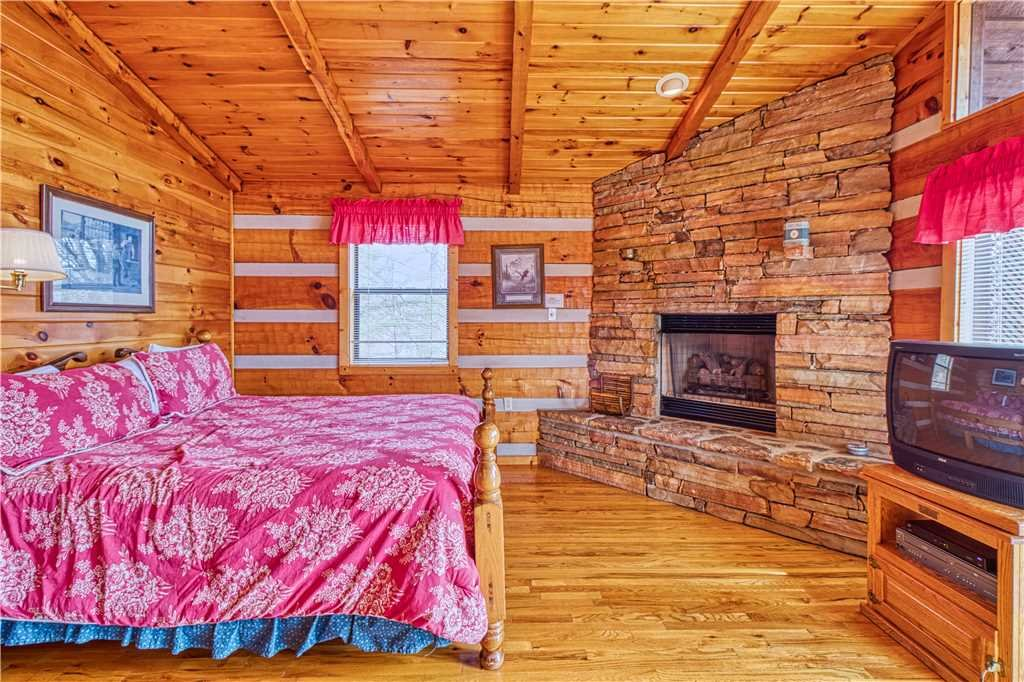 Photo of a Gatlinburg Cabin named Kear's Mountain Magic - This is the ninth photo in the set.