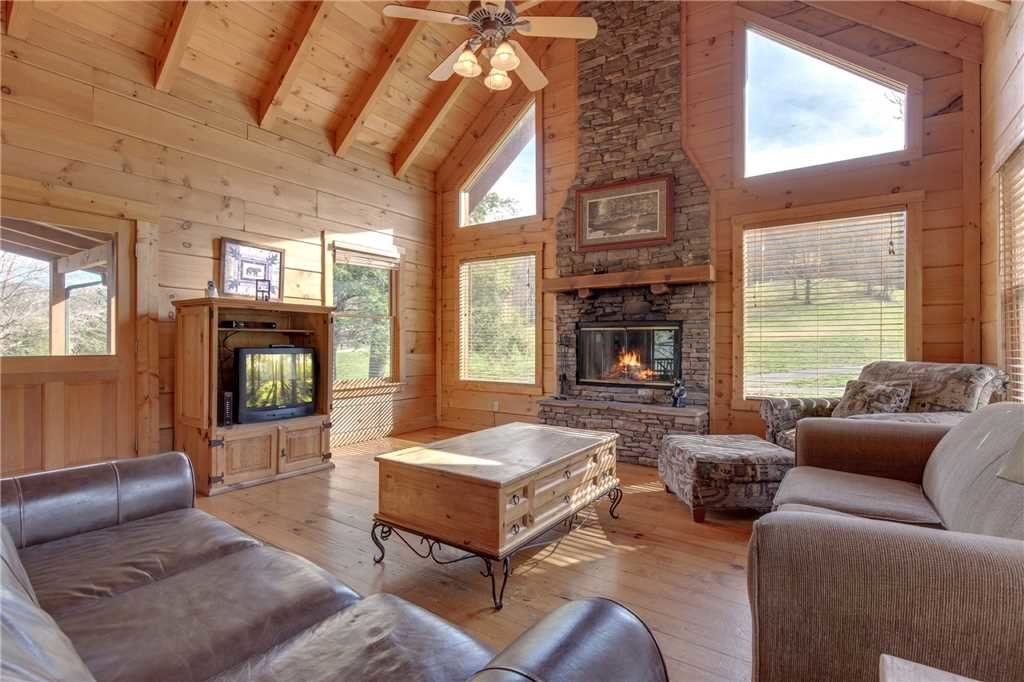 Photo of a Sevierville Cabin named Spring View - This is the first photo in the set.