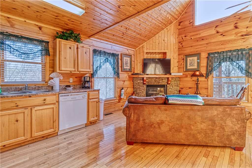 Photo of a Gatlinburg Cabin named Hummingbird Hideaway - This is the ninth photo in the set.