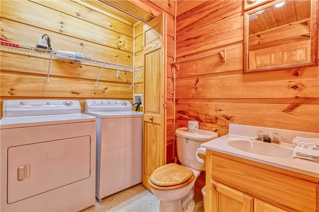 Photo of a Gatlinburg Cabin named Hummingbird Hideaway - This is the seventeenth photo in the set.