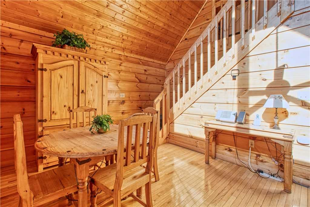 Photo of a Gatlinburg Cabin named Hummingbird Hideaway - This is the seventh photo in the set.
