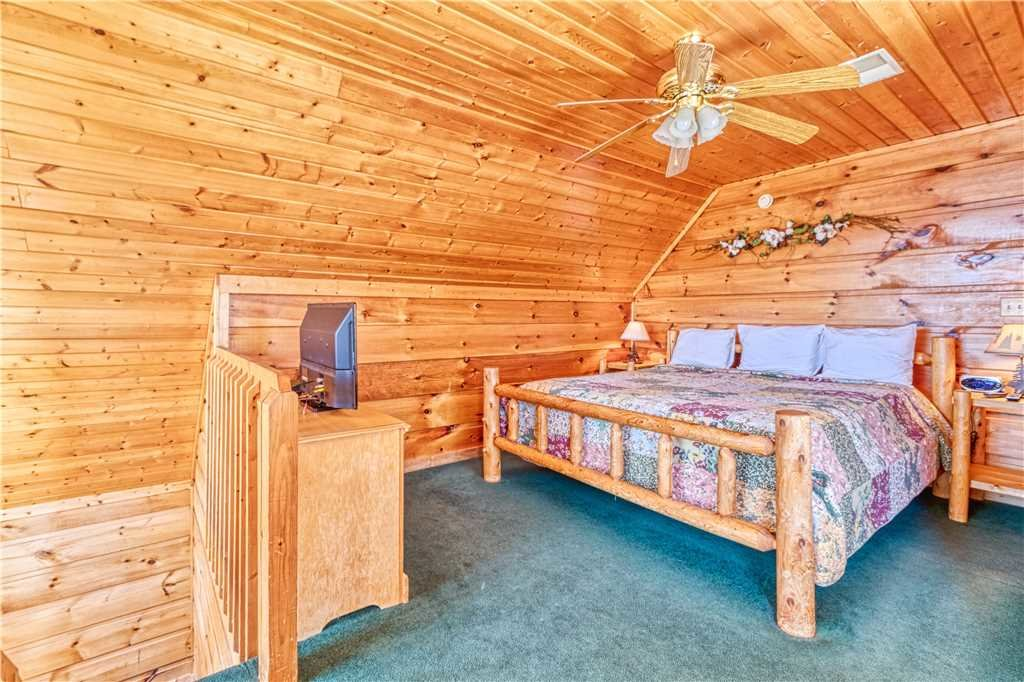 Photo of a Gatlinburg Cabin named Hummingbird Hideaway - This is the twelfth photo in the set.