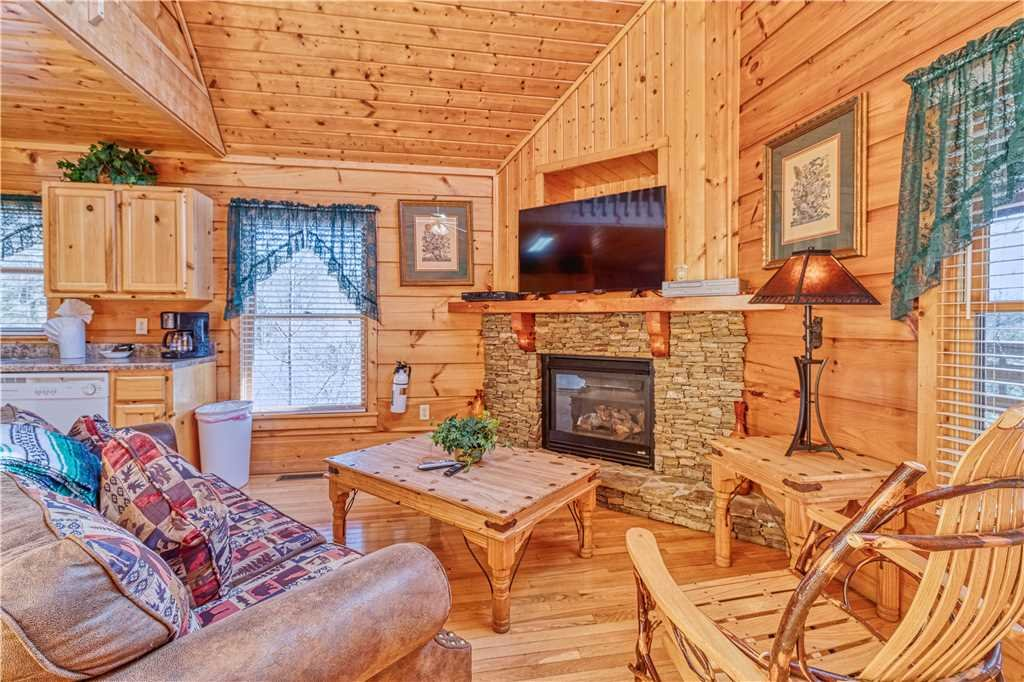 Photo of a Gatlinburg Cabin named Hummingbird Hideaway - This is the first photo in the set.