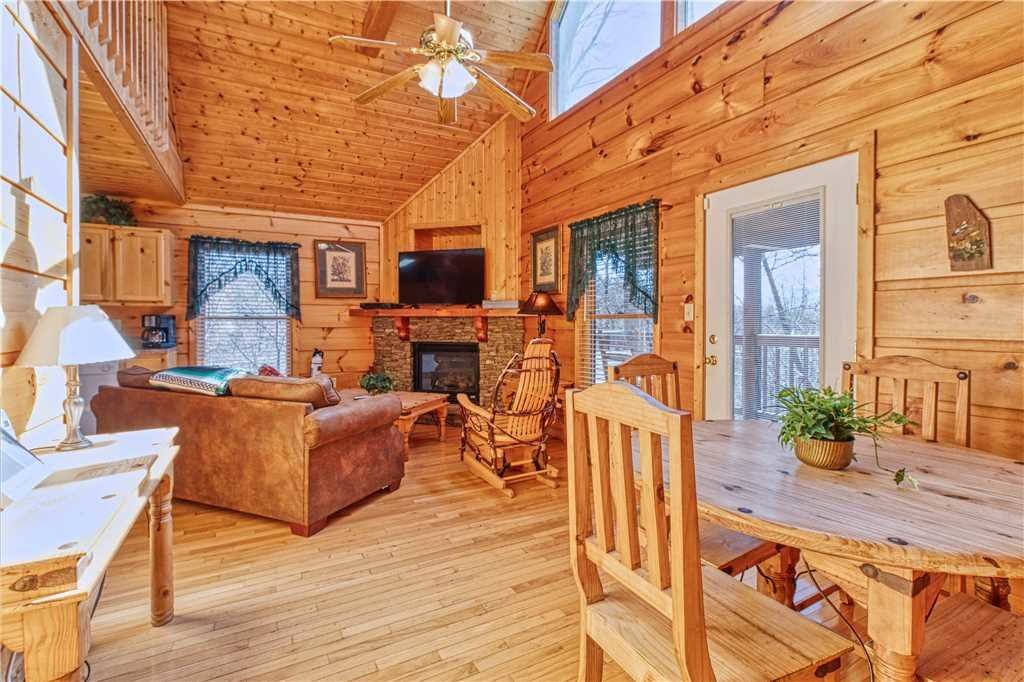 Photo of a Gatlinburg Cabin named Hummingbird Hideaway - This is the fifth photo in the set.