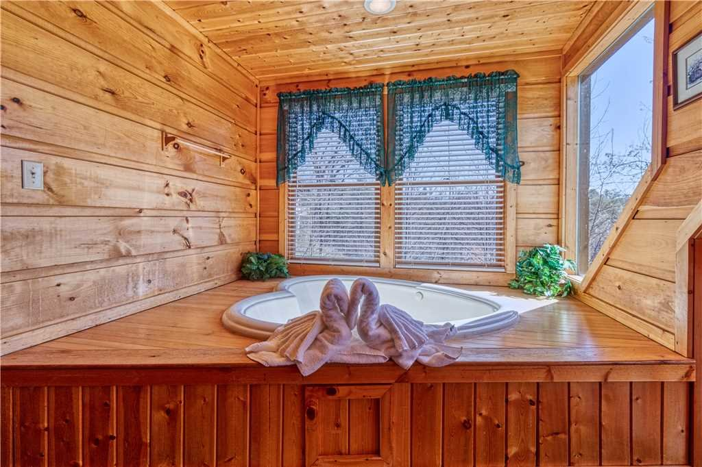 Photo of a Gatlinburg Cabin named Hummingbird Hideaway - This is the fifteenth photo in the set.