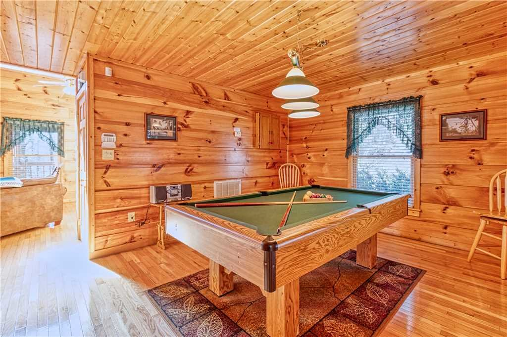 Photo of a Gatlinburg Cabin named Hummingbird Hideaway - This is the tenth photo in the set.