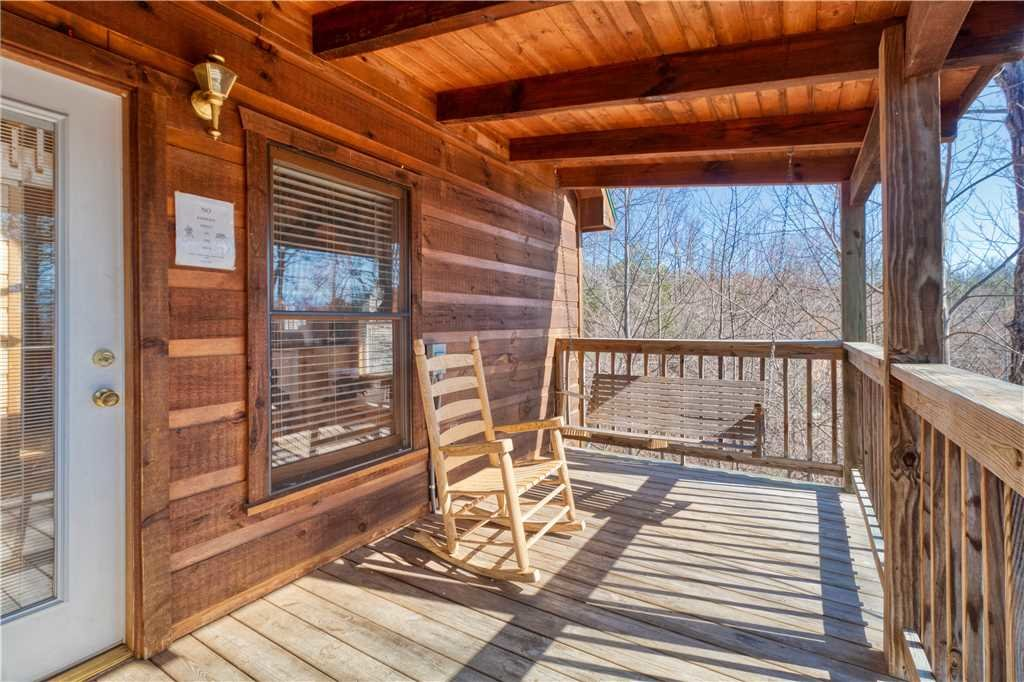 Photo of a Gatlinburg Cabin named Hummingbird Hideaway - This is the nineteenth photo in the set.