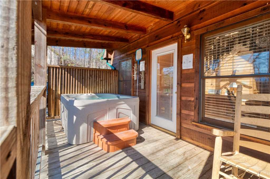 Photo of a Gatlinburg Cabin named Hummingbird Hideaway - This is the eighteenth photo in the set.