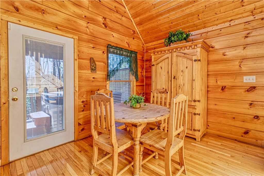 Photo of a Gatlinburg Cabin named Hummingbird Hideaway - This is the sixth photo in the set.