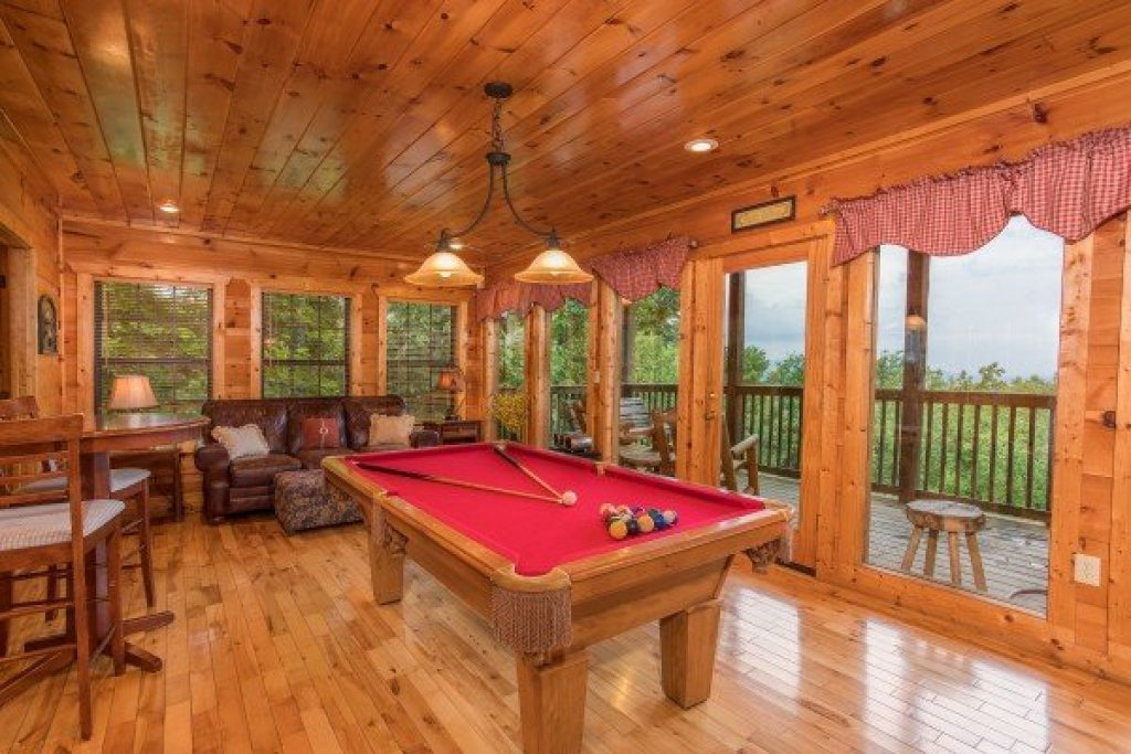 Photo of a Gatlinburg Cabin named Serenity Heights - This is the thirteenth photo in the set.