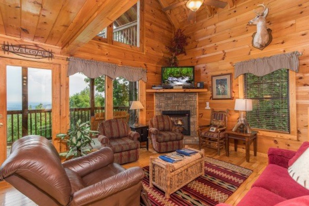 Photo of a Gatlinburg Cabin named Serenity Heights - This is the fifth photo in the set.