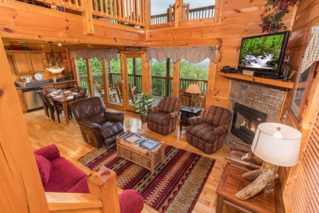 Photo of a Gatlinburg Cabin named Serenity Heights - This is the fourth photo in the set.