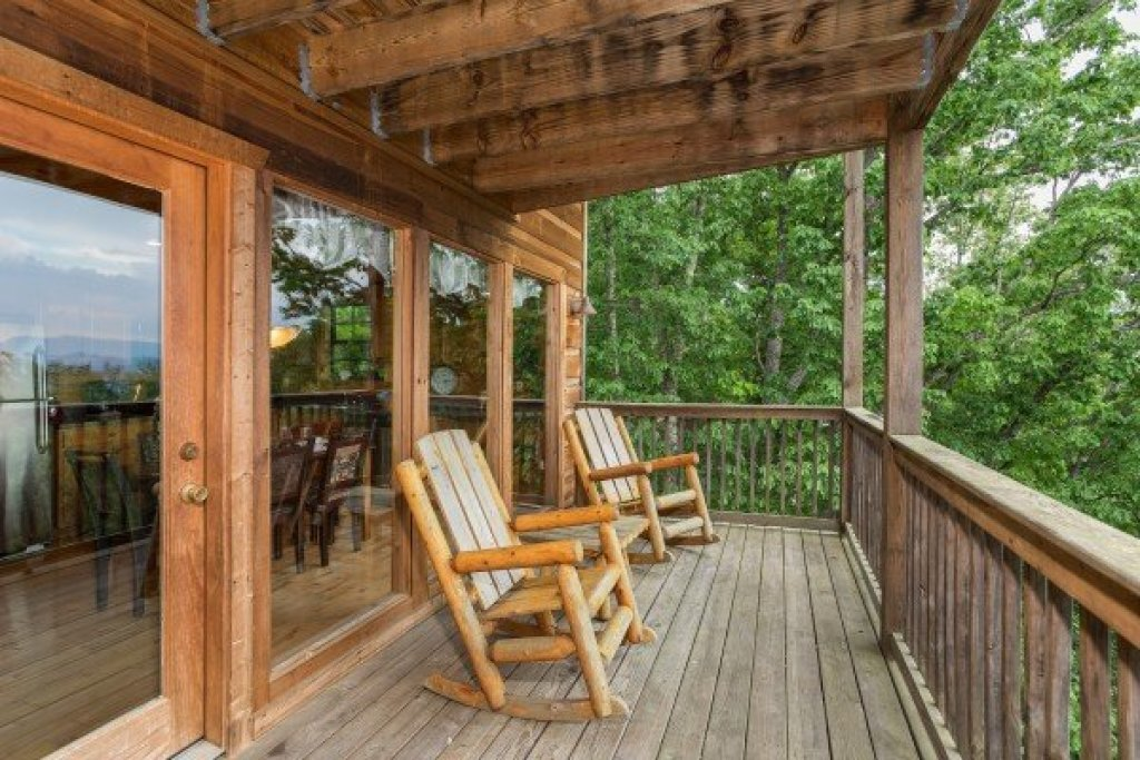 Photo of a Gatlinburg Cabin named Serenity Heights - This is the tenth photo in the set.