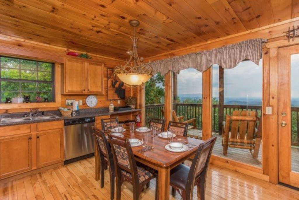 Photo of a Gatlinburg Cabin named Serenity Heights - This is the seventh photo in the set.