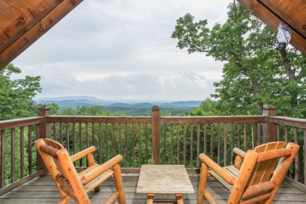 Photo of a Gatlinburg Cabin named Serenity Heights - This is the twenty-first photo in the set.
