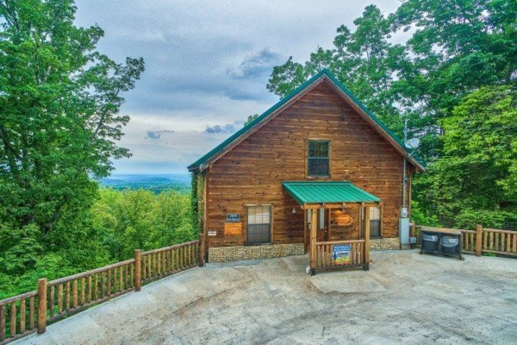 Photo of a Gatlinburg Cabin named Serenity Heights - This is the third photo in the set.