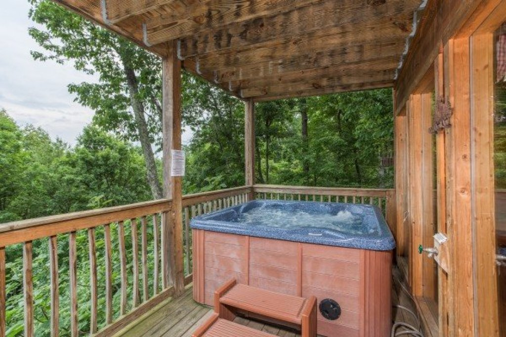 Photo of a Gatlinburg Cabin named Serenity Heights - This is the twenty-sixth photo in the set.