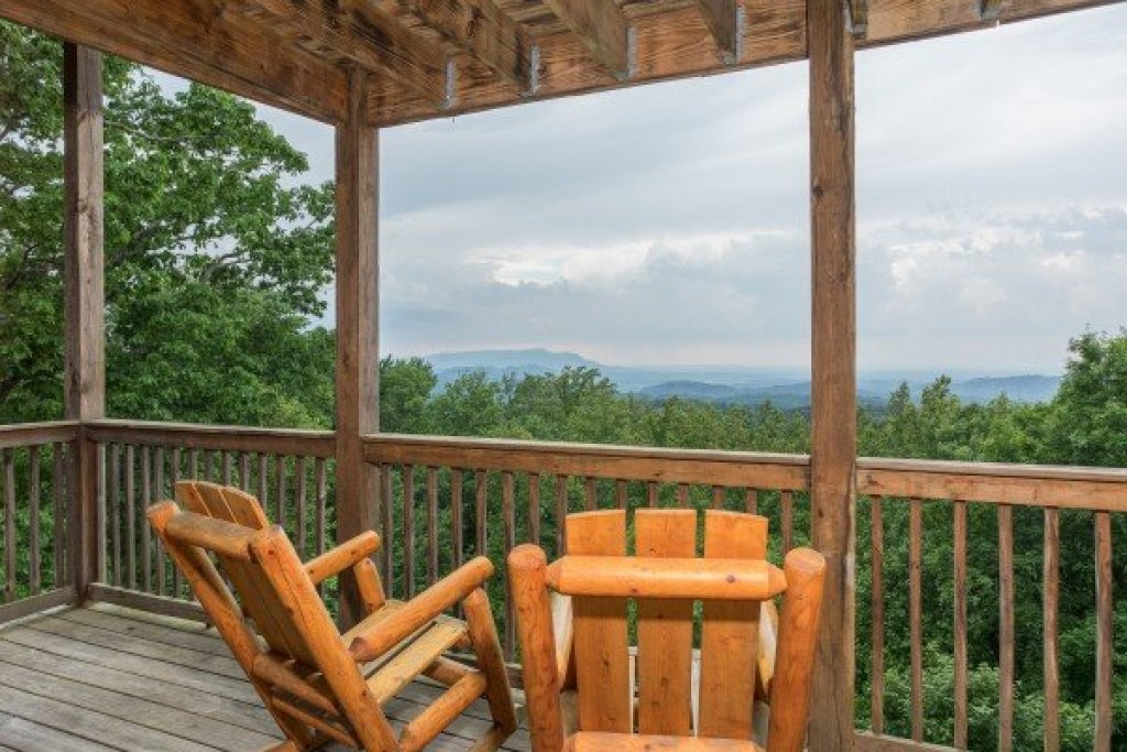Photo of a Gatlinburg Cabin named Serenity Heights - This is the twenty-eighth photo in the set.