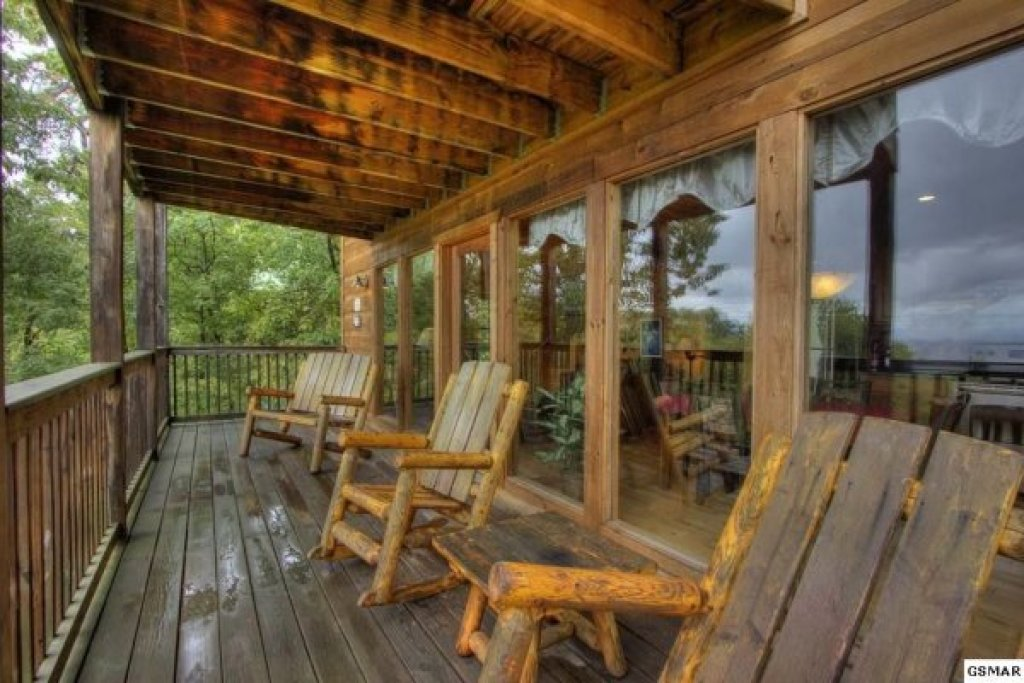 Photo of a Gatlinburg Cabin named Serenity Heights - This is the twenty-seventh photo in the set.